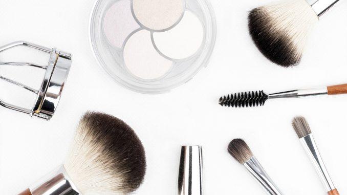 Ensemble de maquillage nécessitant un démaquillant naturel